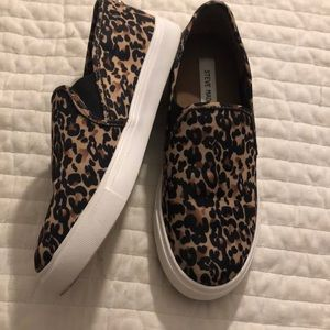 Steve madden size 8 cheetah print slip on shoes